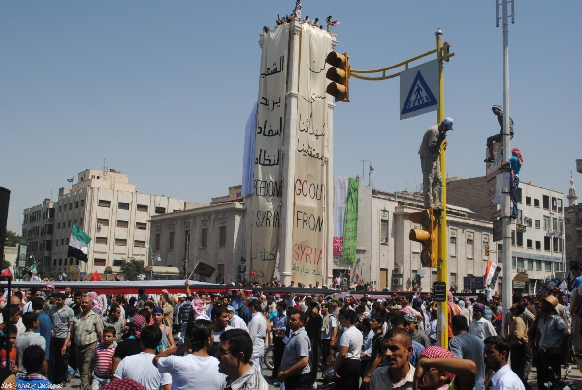 Syrians demonstrate in Hama