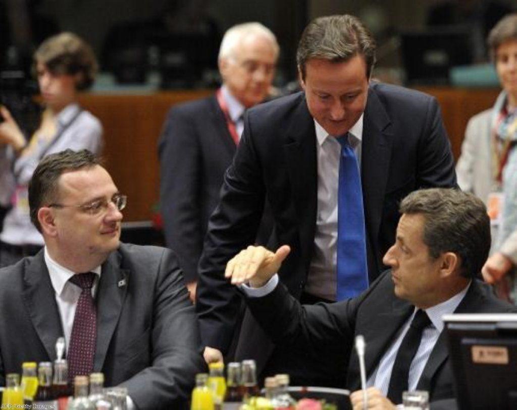 David Cameron keeps an eye on Nicolas Sarkozy's negotiations