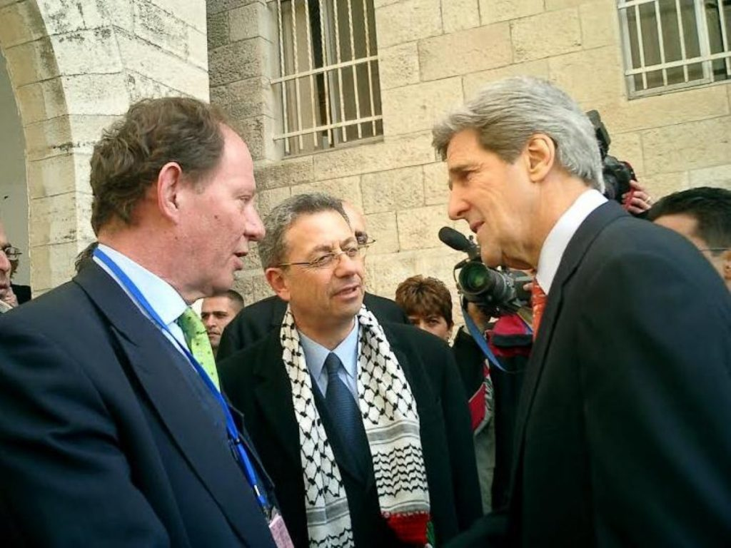 Edward McMillan-Scott (l) discusses the peace process with Mustafa Barghouti and John Kerry in Ramallah