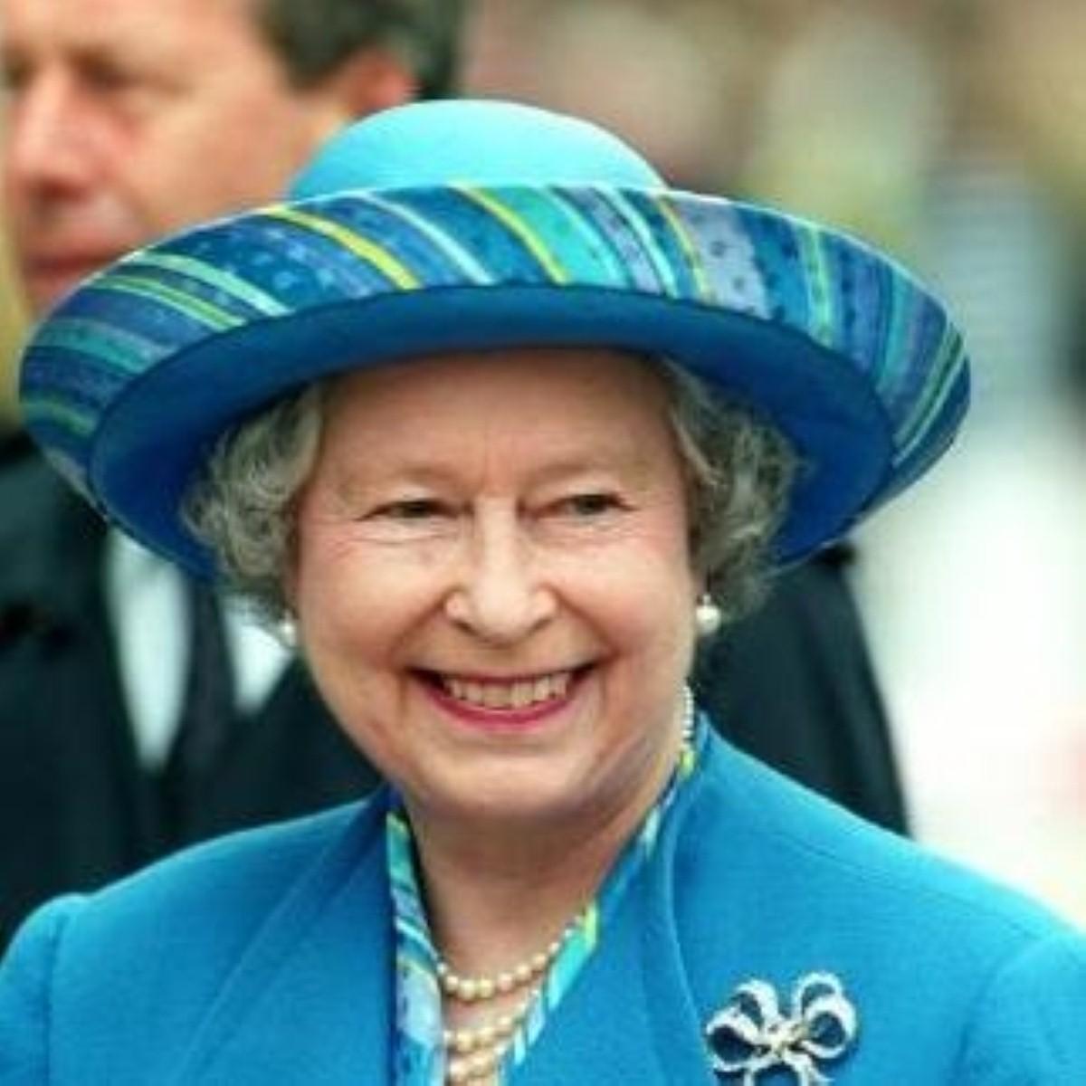 Queen to have knee op