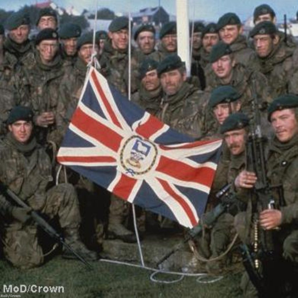 A photo taken during the Flakland conflict, in 1982, in which 649 Argentine and 255 British soldiers died