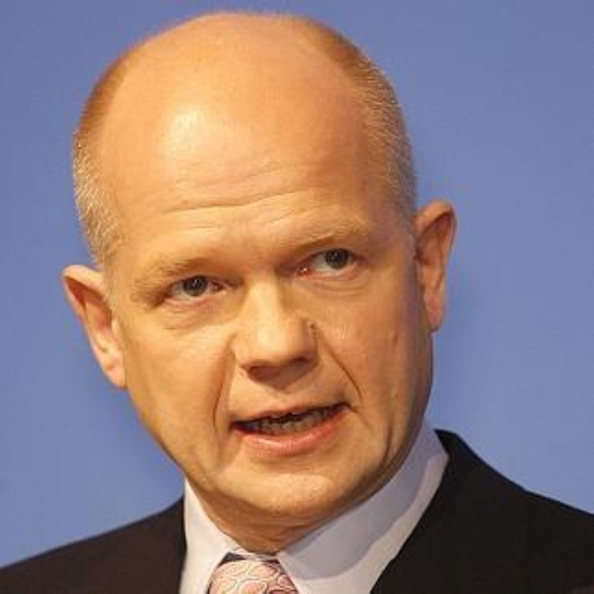 """William Hague labels Labour """"weak and washed-out"""""""