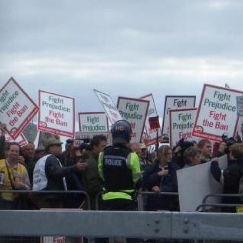 Pro-hunt protestors outside the Labour party conference in 2004