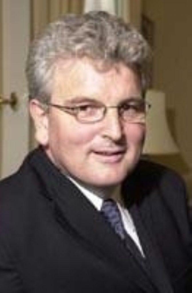 Des Browne rejects arguments against nuclear weapons