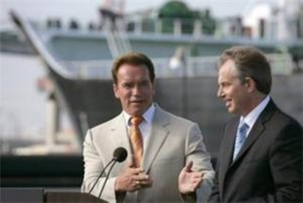 Tony Blair signs climate change deal with Arnold Schwarzenegger