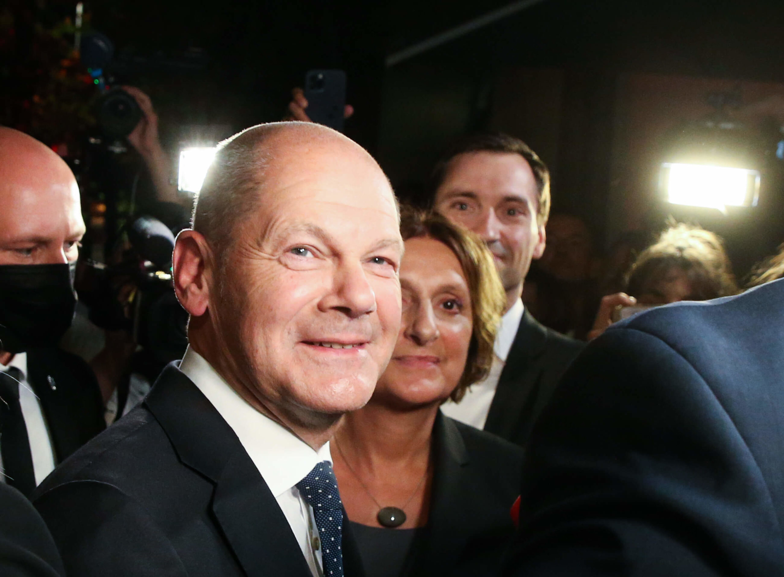 26 September 2021, Berlin: Olaf Scholz, finance minister and SPD candidate for chancellor, stands with his wife Britta Ernst after the election party at Willy Brandt House. On Sunday evening, after the first projections, Scholz reaffirmed his claim to form a future federal government under the leadership of the Social Democrats. Photo: Wolfgang Kumm/dpa